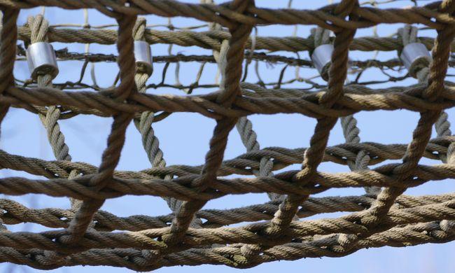 Leszakadt egy kötélháló a csillebérci kalandparkban, több gyerek megsérült