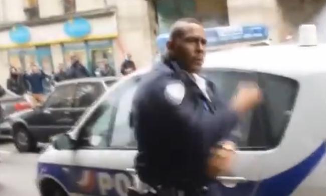 Kung-Fu rendőrnek nevezik a férfit - így reagált, amikor felgyújtották autóját - videó