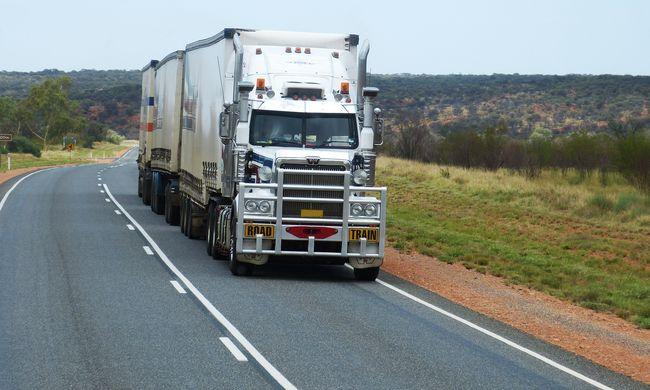 Vér folyt a benzinkúton: kamionos apa holttestére bukkantak