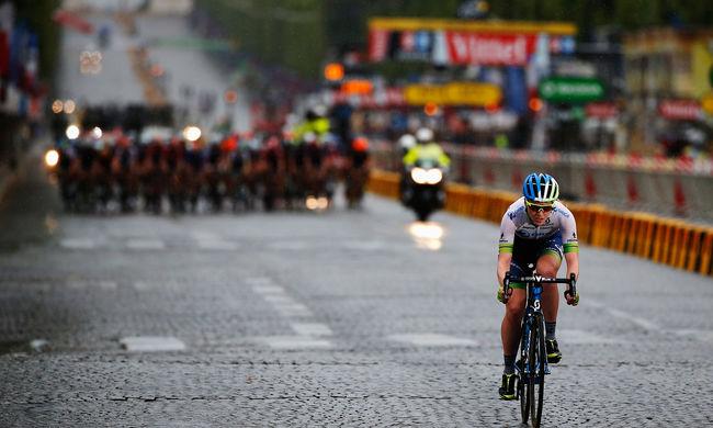 Kommandósok kísérik a Tour de France versenyzőit