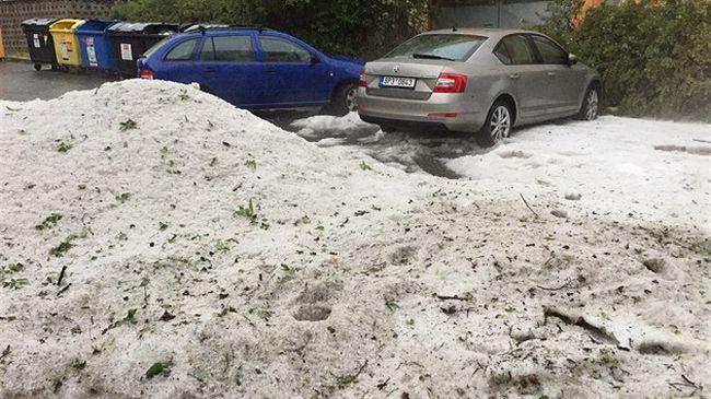 Fél méteres jég volt az utakon Csehországban, Romániába most ért az ítéletidő - videó!