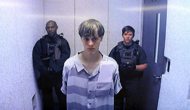 Ő az az angyalarcú 21 éves fiú, aki lemészárolt 9 afroamerikai hívőt - halálbüntetést kértek rá