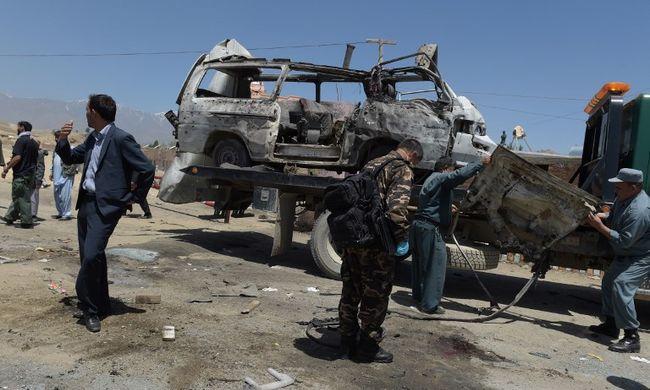 Öngyilkos merénylő robbantott, tíz ember meghalt