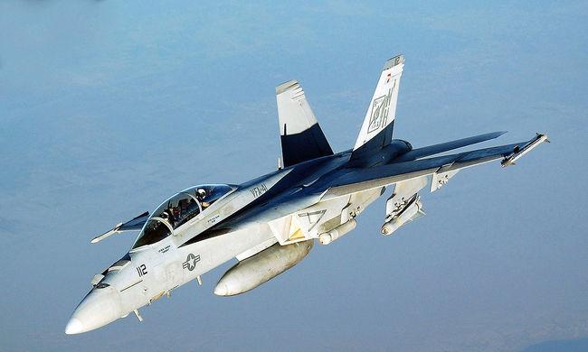 Összeütközött és lezuhant két amerikai harci repülőgép