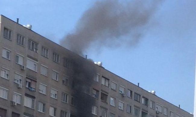 Így lángolt a konyha a panelházban - a lakók már visszatérhettek - videó