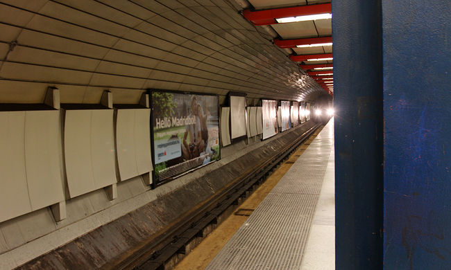 Pánik a metróban: füst öntötte el az állomást - videó