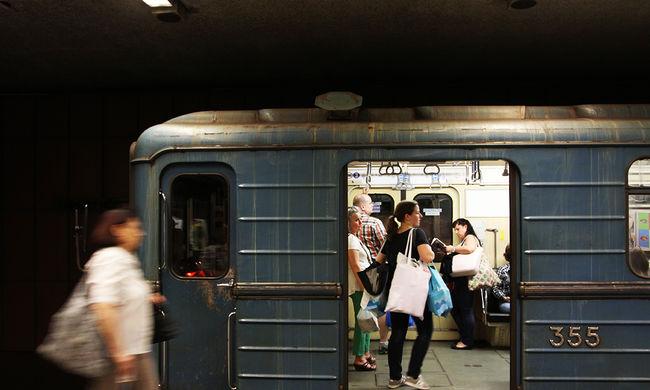 Sokkoló részletek: kalapáccsal agyonverte feleségét, majd metró elé ugrott