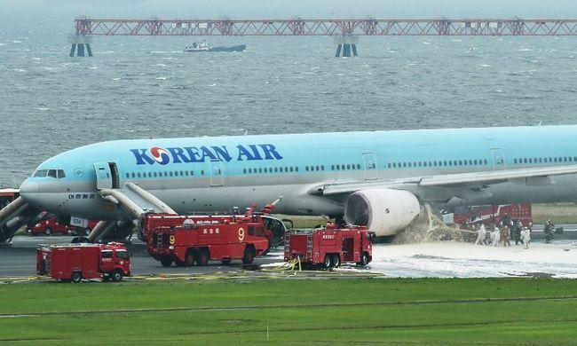 Rosszul lettek az utasok felszállás előtt, kigyulladt a repülő