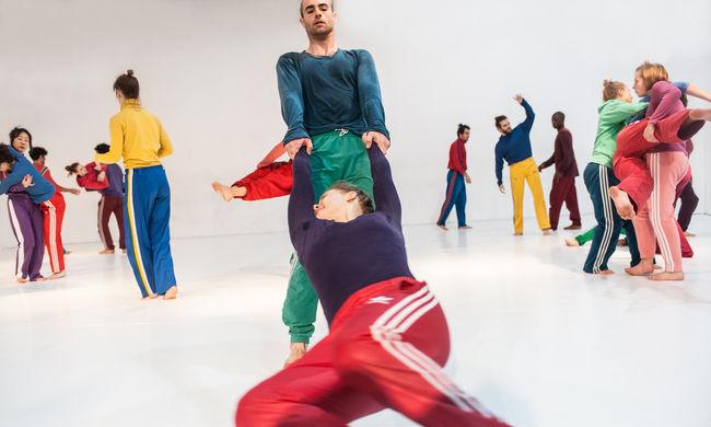 Tengermélyi világ 21 táncossal a Trafóban