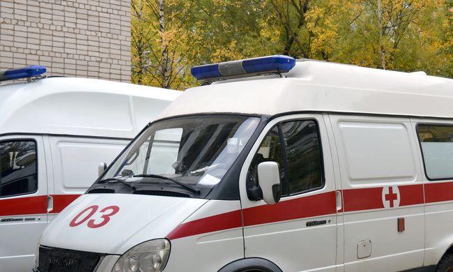 Akadályozta a mentőautót a luxuskocsi, felvették az ámokfutását