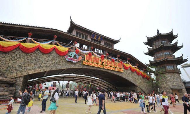 Bambuszerdő és óriási akvárium: ilyen a Disney rivális témaparkja Kínában