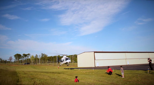 Helikopterrel húzta ki fia fogát - videó