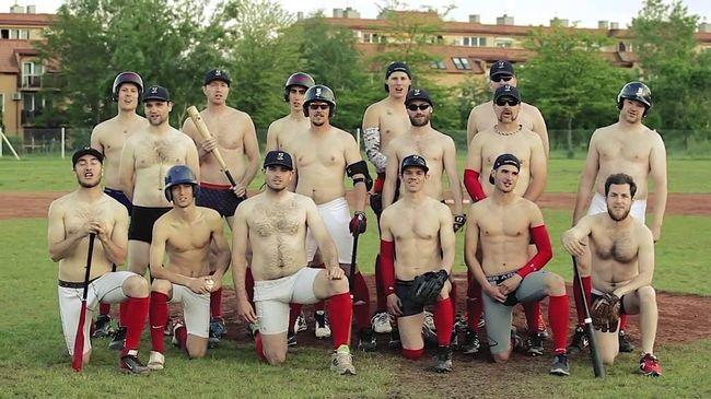 Félmeztelenül játszanak a magyar baseballosok, hogy új mezeket kapjanak - videó