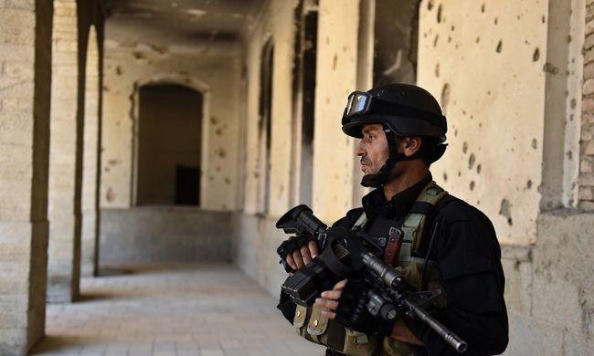 Buszon gyilkoltak az iszlamisták, legalább 16-an meghaltak