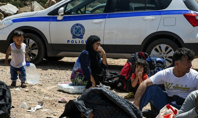 Százharminc migránst találtak Krétán