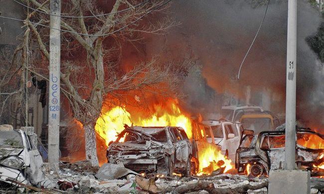 Terroristák támadtak egy luxushotelre, többen meghaltak