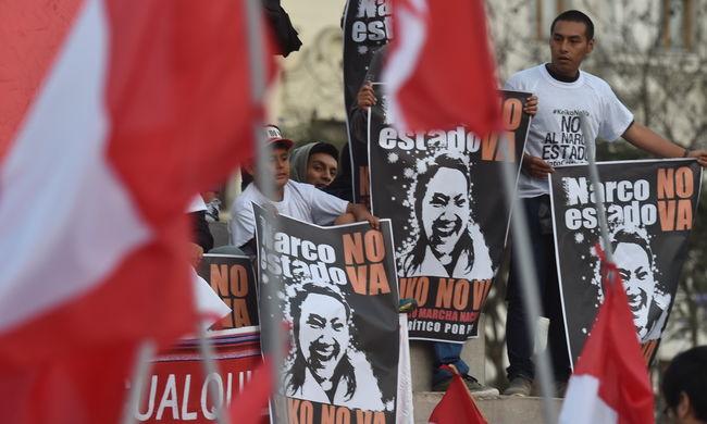 Több tízezren tüntettek az elnökjelölt ellen