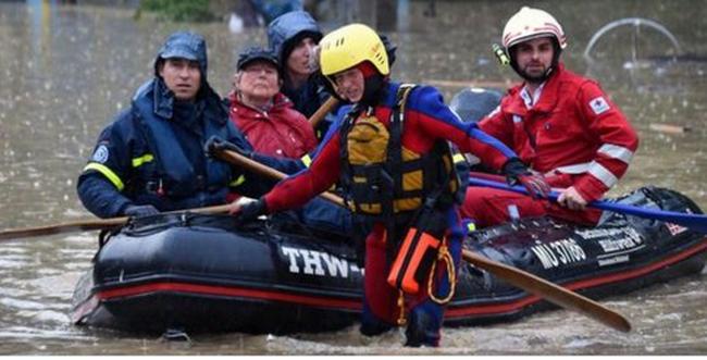 Kiürítették a házakat, ezreket mentettek ki a párizsi árvíz miatt