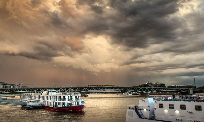 Botrány a BKV hajón: egy fesztiválozó lány vitte az utasokat, míg a kapitány táncolt