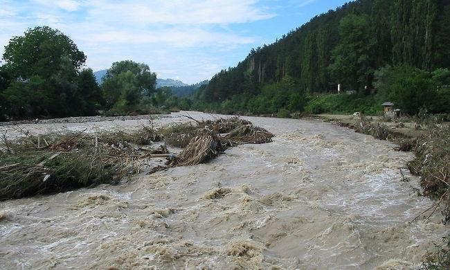 Árvízvédelmi készültség: magyarlakta térségeket is fenyeget az árvíz