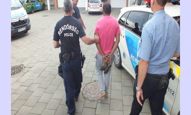 Mezítláb vitték a rendőrségre a pakisztáni embercsempészt, csomagtartójába zsúfolta a migránsokat