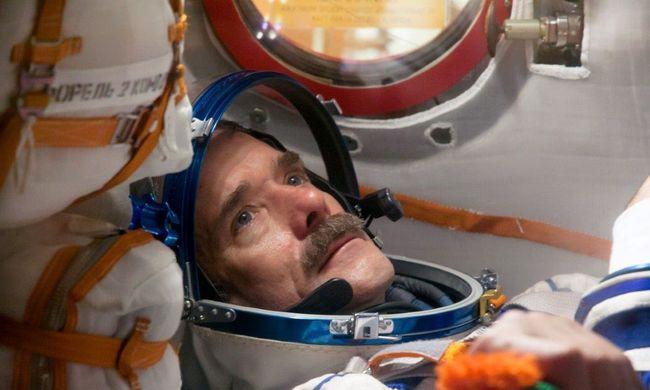 A világhírű űrhajós Budapesten dedikálja könyvét