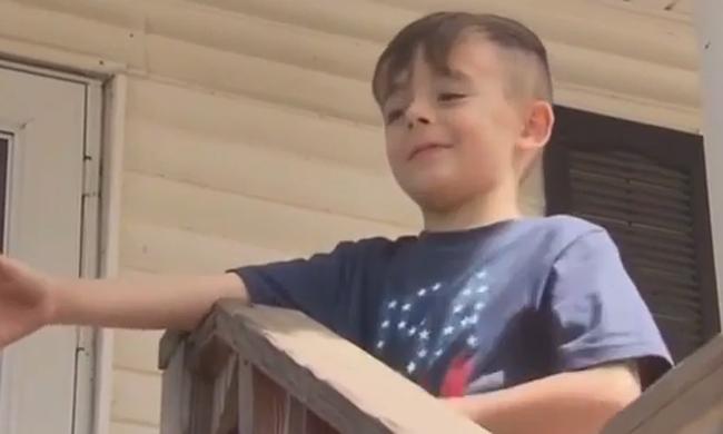 Apjára hívta a rendőrséget a 6 éves kisfiú, mert átment a piroson - videó