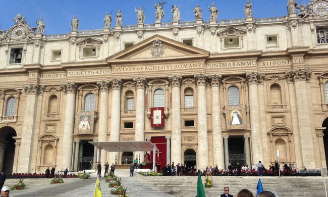 Két új szentet avatott a pápa