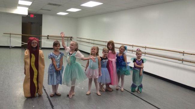 Hot dognak öltözve nyerte meg a hercegnőversenyt a kislány