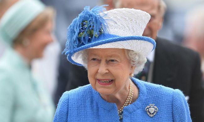 Totálkárosra tört Erzsébet királynő és Károly herceg autója egy véletlen baleset miatt