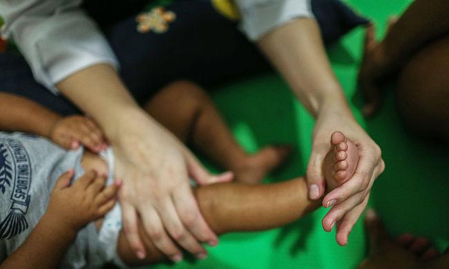 Több ezer kisgyerek és szülő szenved, megállíthatatlanul terjed a vírus