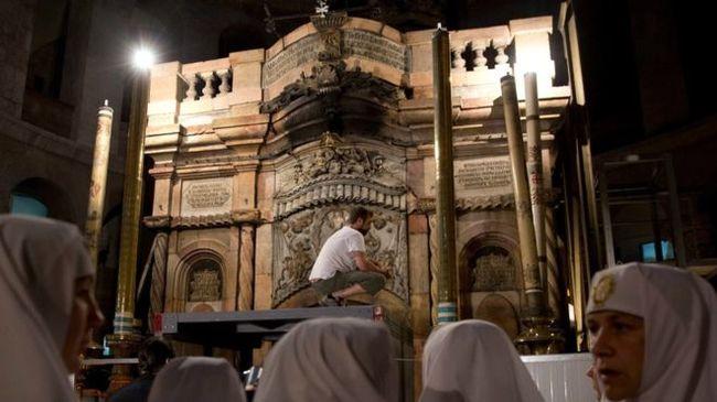 Összeverekedtek a szerzetesek Jézus sírjánál, megkezdődött a felújítás