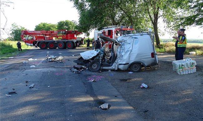 Nem élte túl a sofőr a súlyos balesetet, a helyszínen meghalt