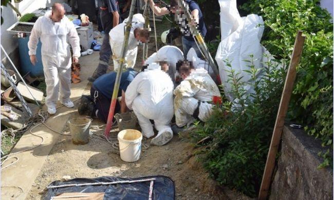 Kútba dobta és betemette a nőt a saját kertjében, egy év elteltével találták meg a holttestet
