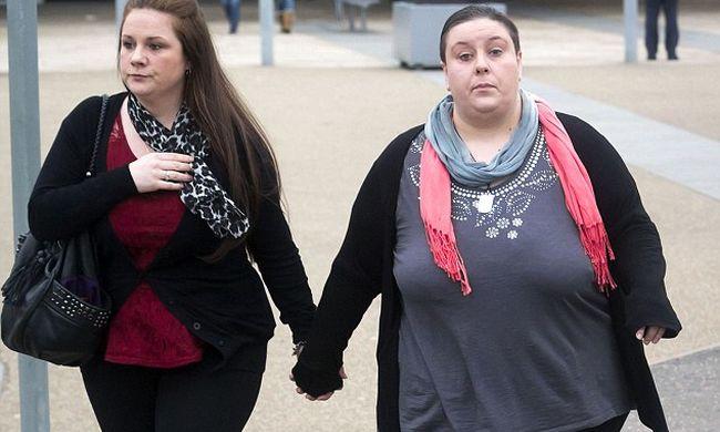 Együtt kávézott a börtönben a 2 éves kisfiút meggyilkoló leszbikus pár