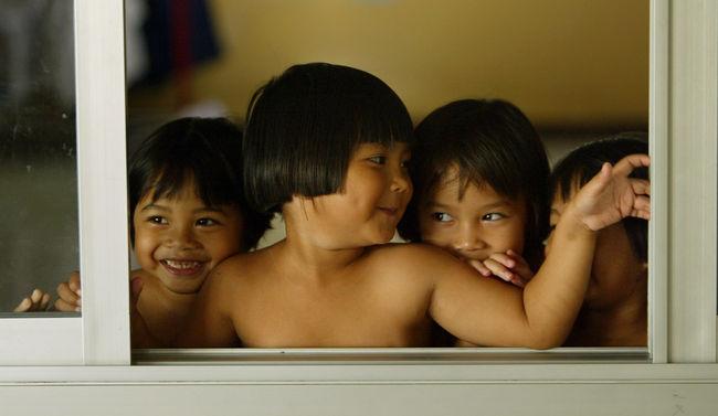 Thaiföldön megállították a HIV vírus anyáról gyermekre terjedését
