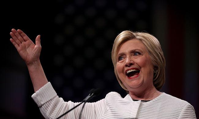 Dagad a botrány Amerikában, demokrata pártiak tüntetnek Clinton ellen, a rendőrség is beavatkozott