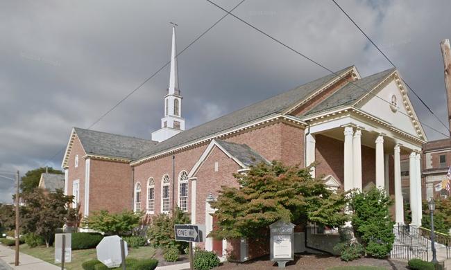 Templom tetejéről esett le egy férfi, meghalt