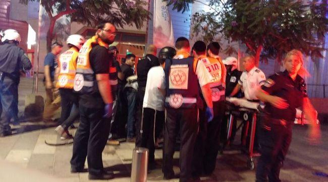 Gyorshír: éttermek mellett kezdett lövöldözni két férfi - többen meghaltak + videó!