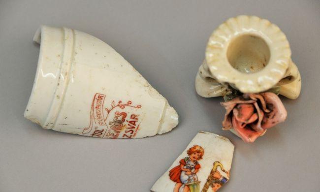 Tizenhatezer auschwitzi ékszert, órát és más személyes dolgot találtak