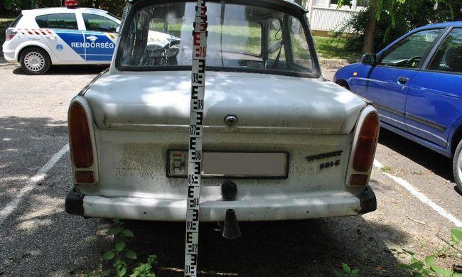 Feltörtek egy Trabantot a szerszámok miatt