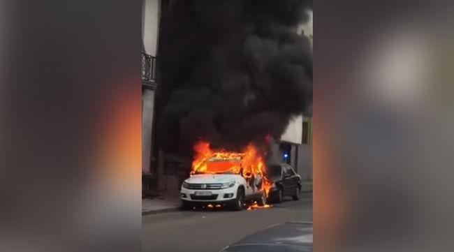 Rendőrautókat gyújtottak fel Brüsszelben - videó