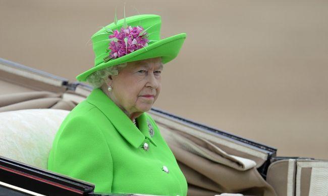 A királynőnek is van Facebookja, kiderült kikkel szeret csetelni