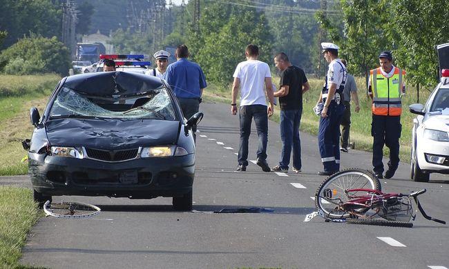 Halálos gázolás: egy bicikliző családot ütött el egy autó