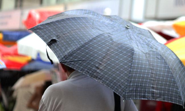 Megőrült az időjárás: a hőség és a felhőszakadás miatt is riasztást adtak ki