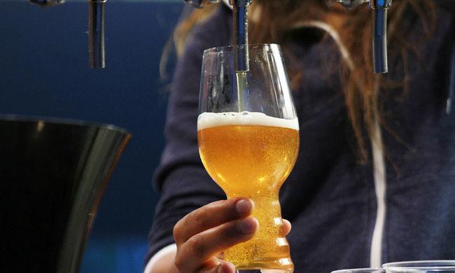 Kalasnyikovval ment sörért, jól elverte a női boltos