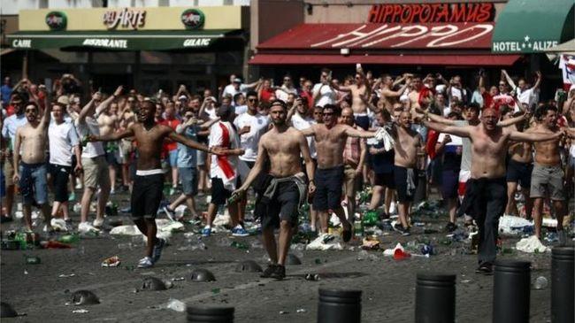 Tarthatatlan a helyzet, ezért alkoholtilalmat rendeltek el a foci EB-n
