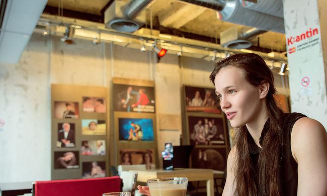 """""""Egy lány, aki még soha nem volt szerelmes..."""" - interjú Mészáros Blanka színésznővel"""