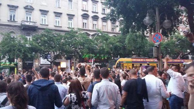 Megbénították a forgalmat az örömittas magyar szurkolók
