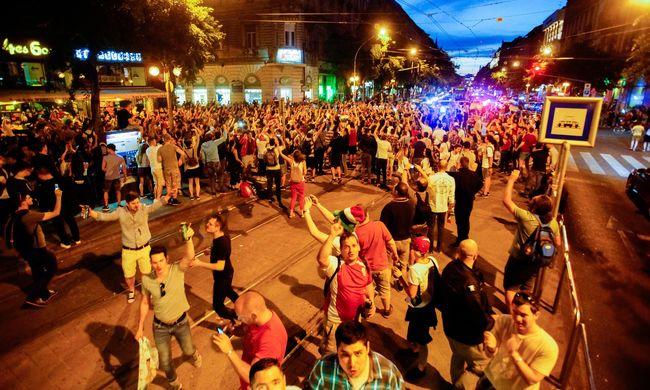 Békésen ünnepeltek este a szurkolók Budapesten